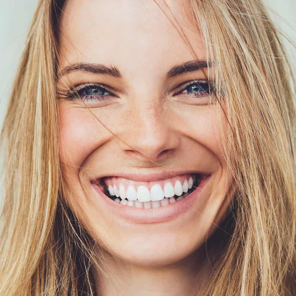 széles mosoly