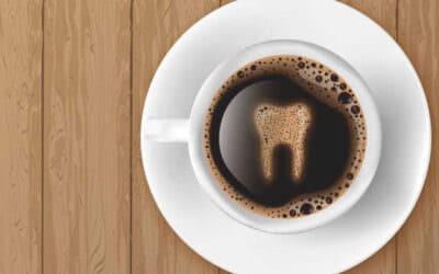 A kávé sárgítja a fogakat?